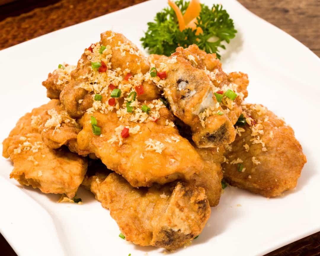 E3 Deep-fried Fragrant Garlic Pork Ribs 蒜香猪排