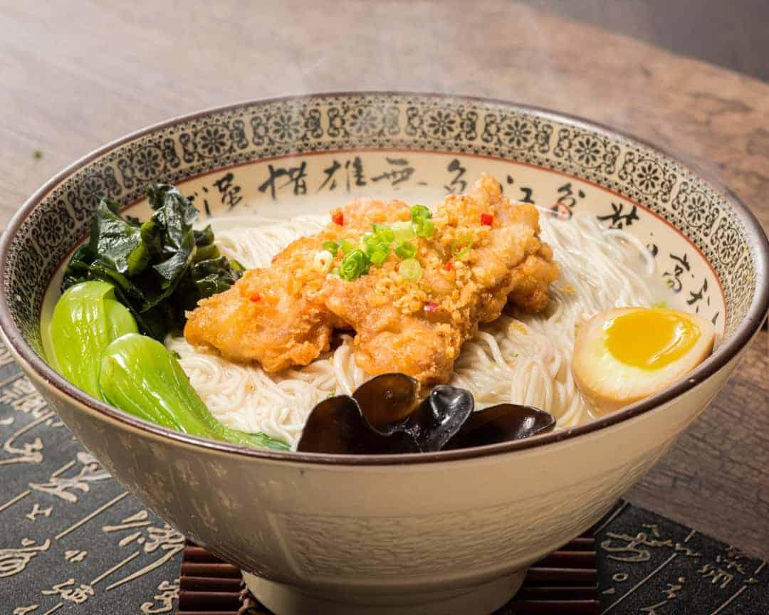 H10 Paradise Dynasty La Mian served with Fragrant Garlic Pork Ribs in Signature Pork Bone Soup 蒜香猪排猪骨汤拉面