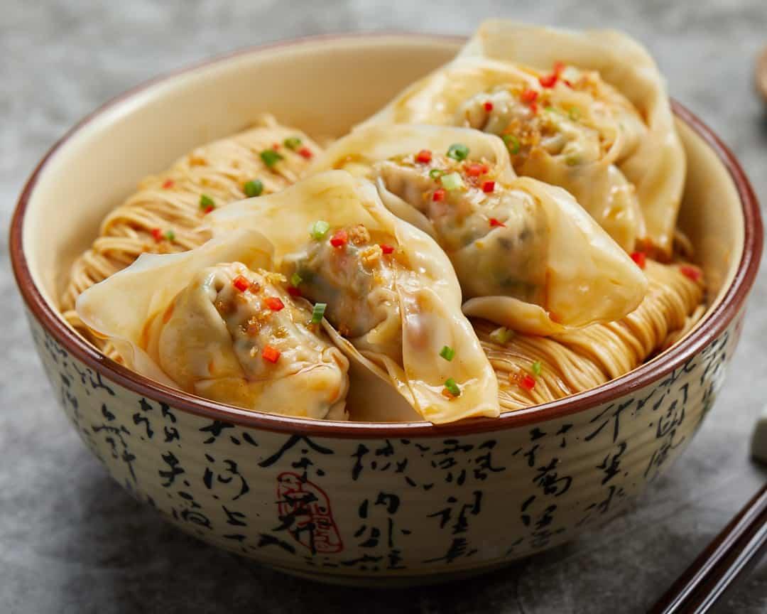 H16 乐新-1080-四川抄手拌面 La Mian with Pork Dumpling in Hot Chili Vinaigrette